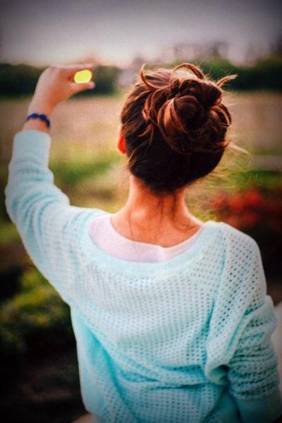Фото девушки со спины на аву в контакт брюнетка