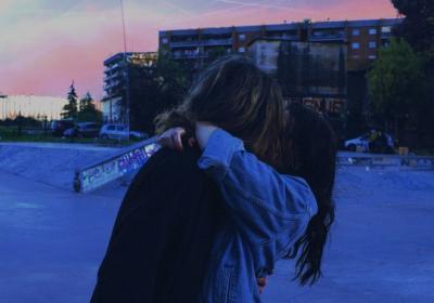 фото девушка целуются с девушкой