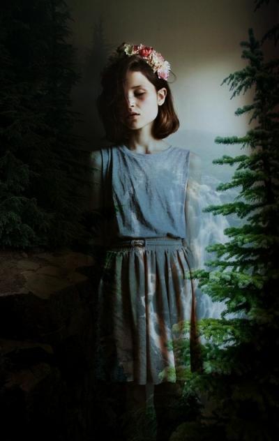 Фото девушки с каре в платье