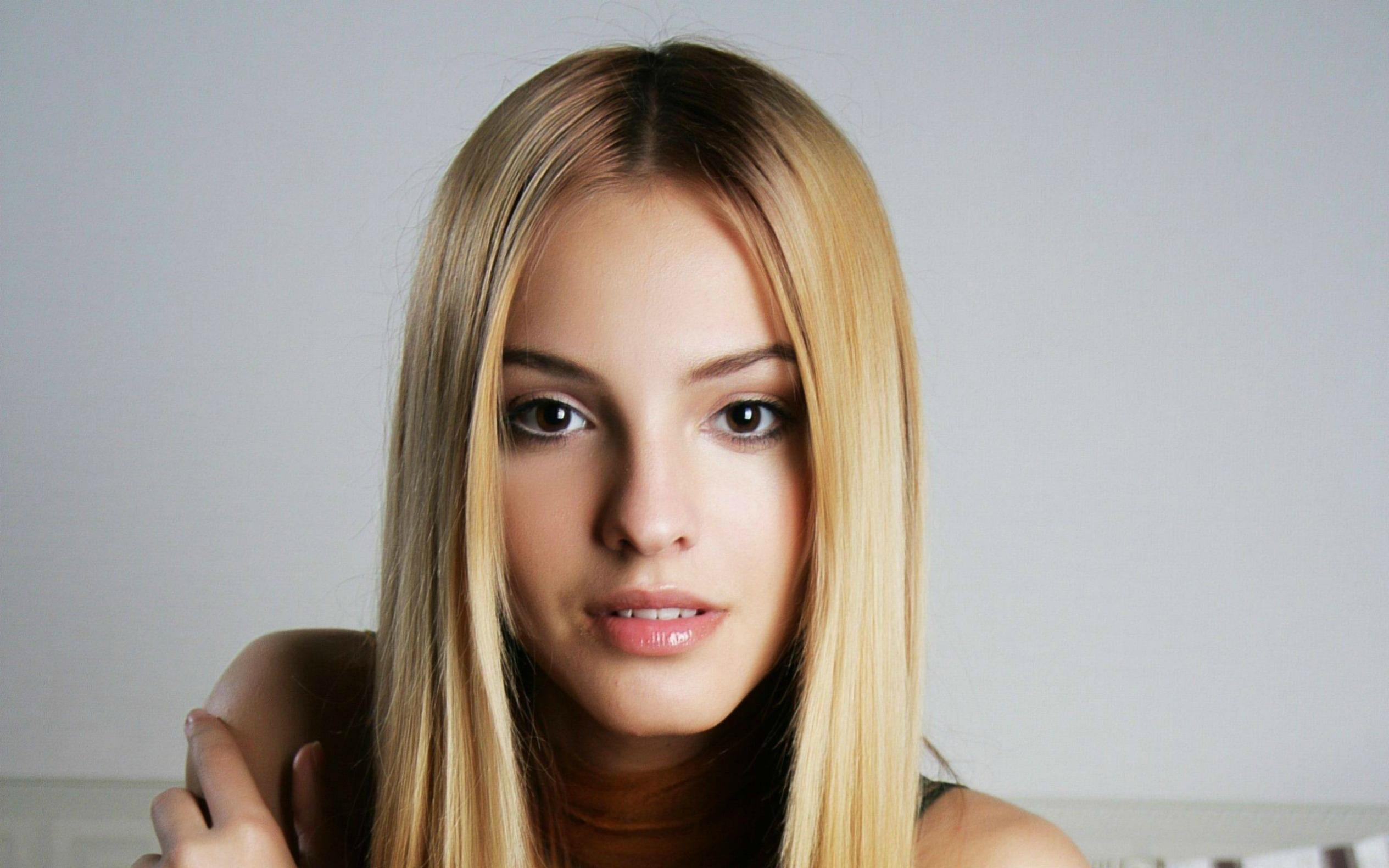 Смотреть фото молодых красивых девочек в домашнем, Откровенные снимки молодых русских девушек 9 фотография