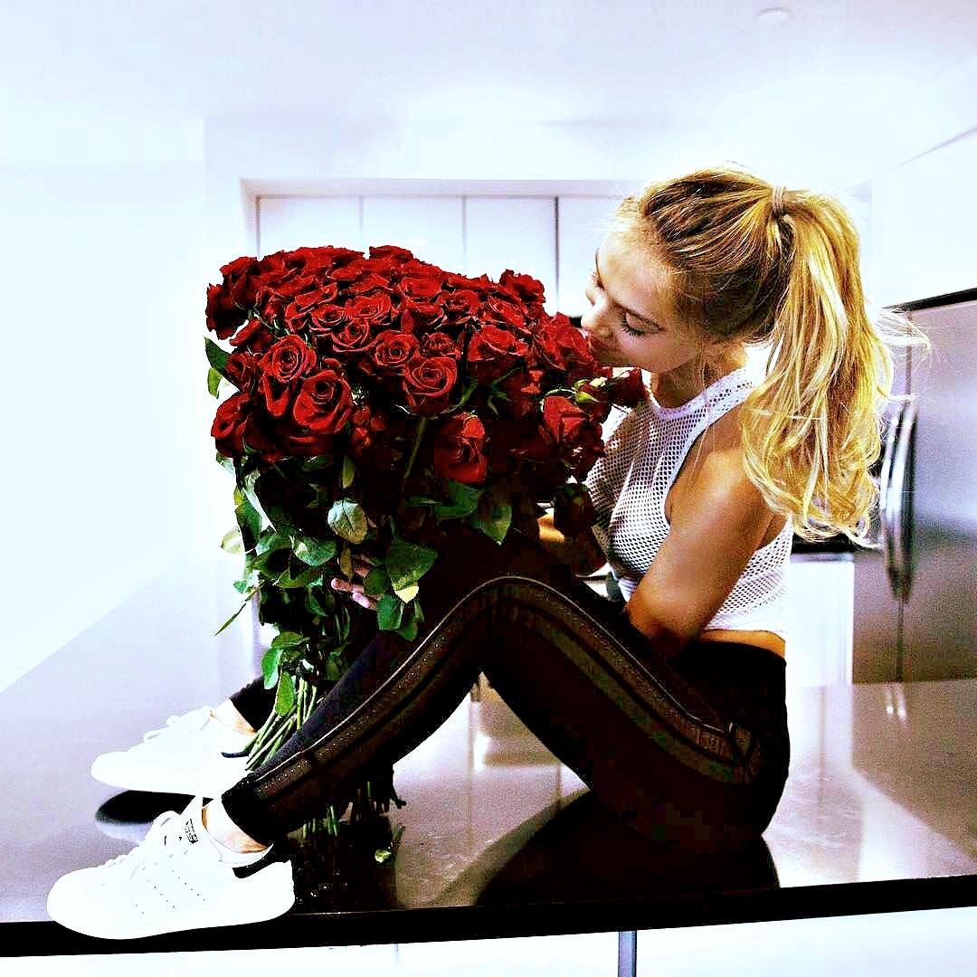 Девушки с цветами из инстаграм
