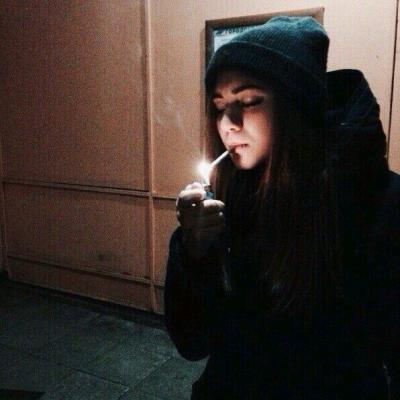 картинки девушки курят
