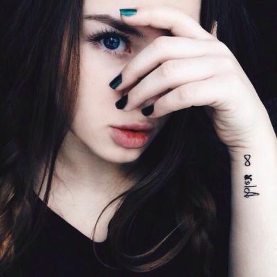Фото девушки с голубыми глазами на аву в