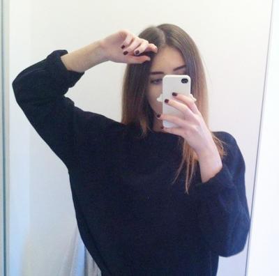 Фото девушек на аву с айфоном