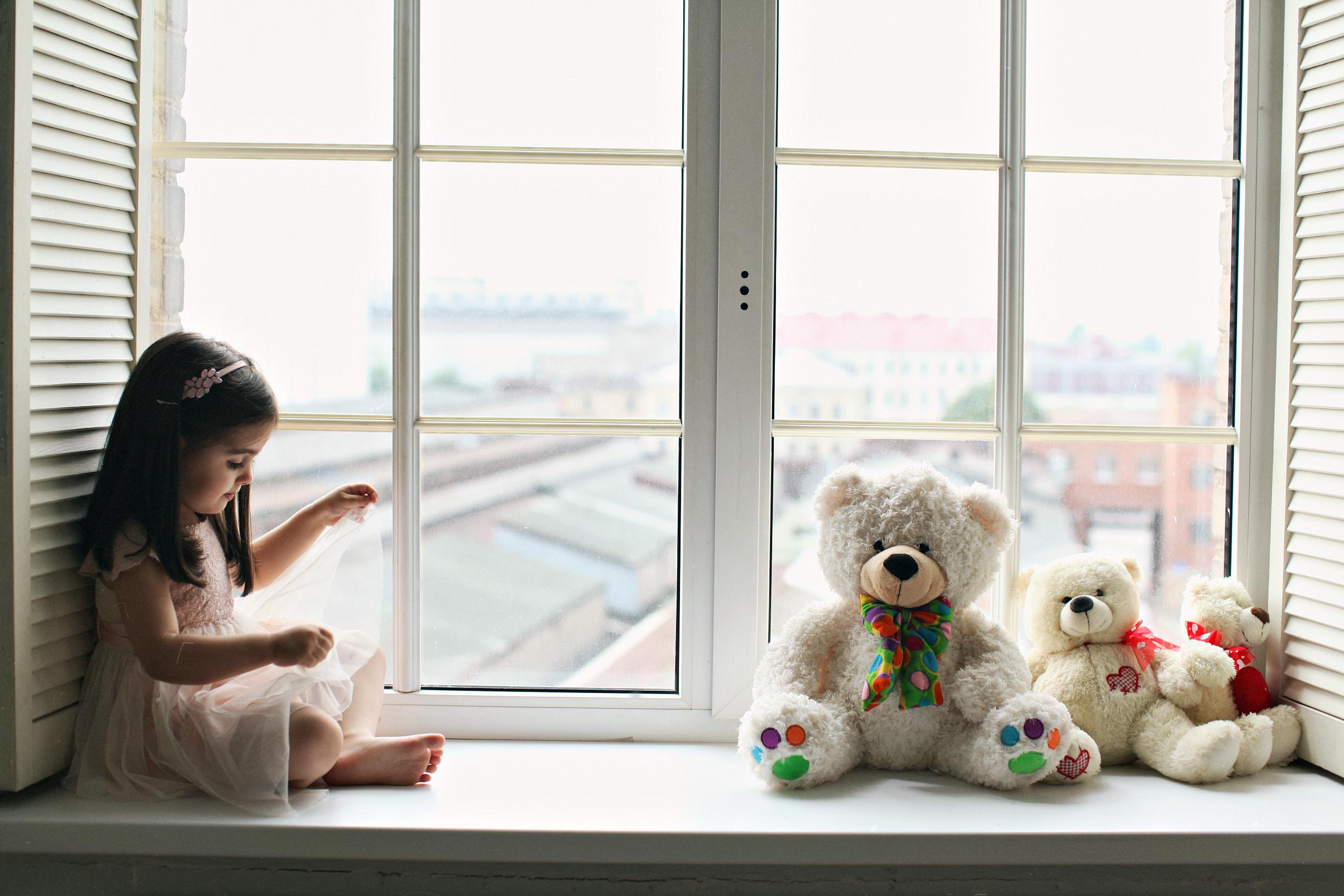 Дети и окна фото