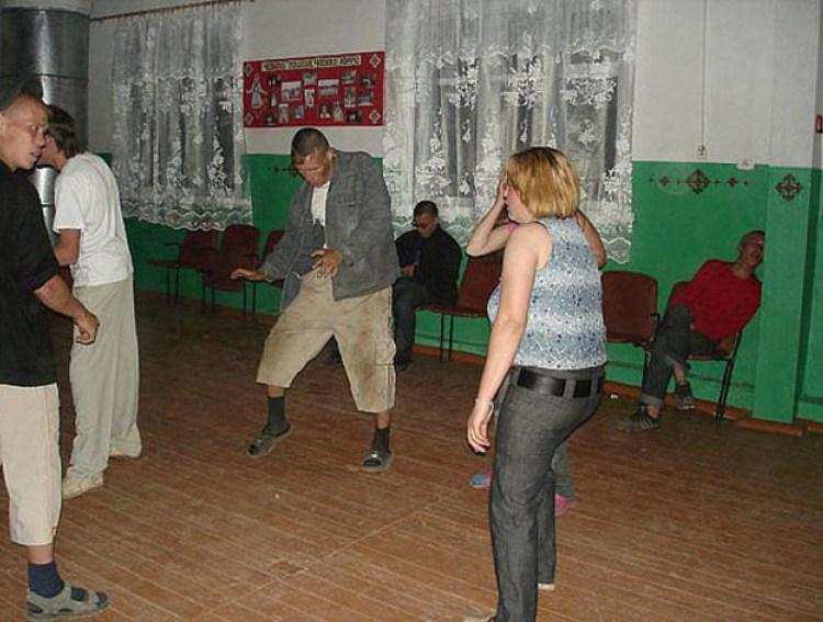 деревенские телки танцуют конечно мужсски