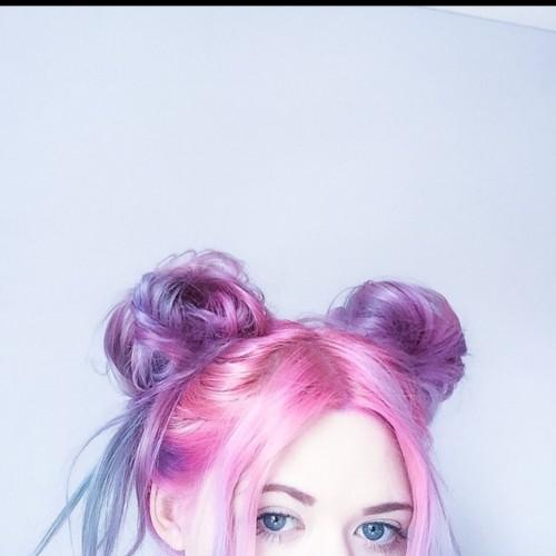 Bleka blått hår